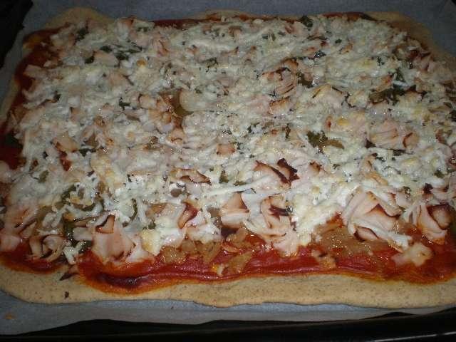 Pizza de atún y pollo